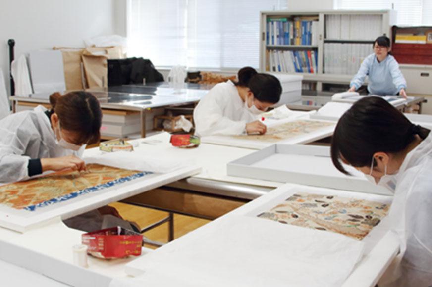 本学美術館所蔵 小袖裂の修復